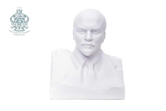 "Скульптура ""Бюст Ленина""."